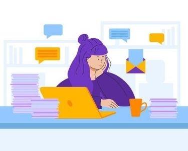 ilustracion de una joven en su escritorio con muchas tareas pendientes