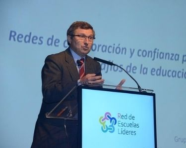 Fotografia de Jordi Longás durante una conferencia de la red de escuelas líderes. Crédito: Educar Chile.