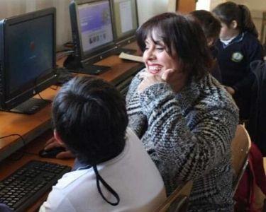 Samanta González junto a las y los estudiantes
