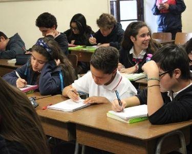 Foto de estudiantes en la sala