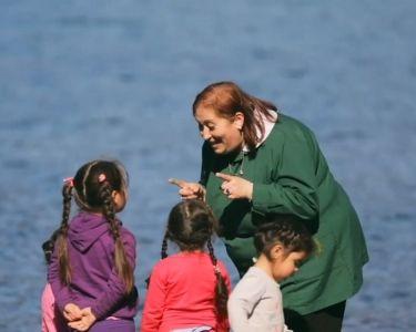 Gladys Pérez junto a sus estudiantes
