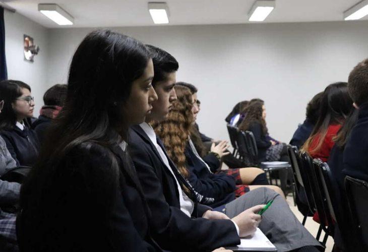 Fotos de estudiantes atentos