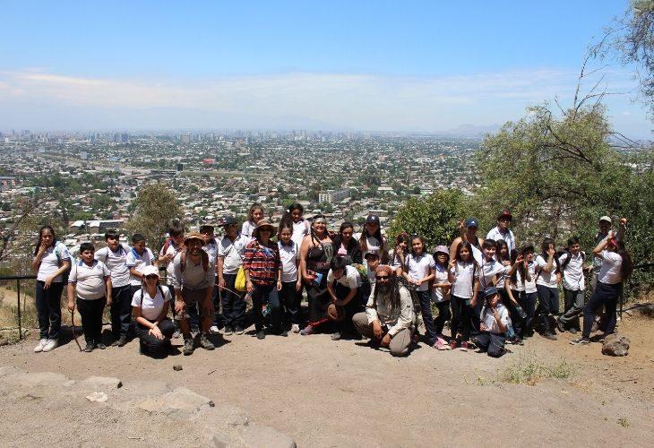 foto de Los estudiantes junto a la Machi renquina Adela.