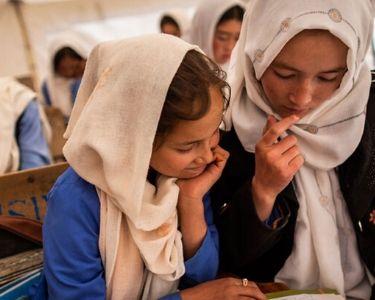 foto dos mujeres leyendo