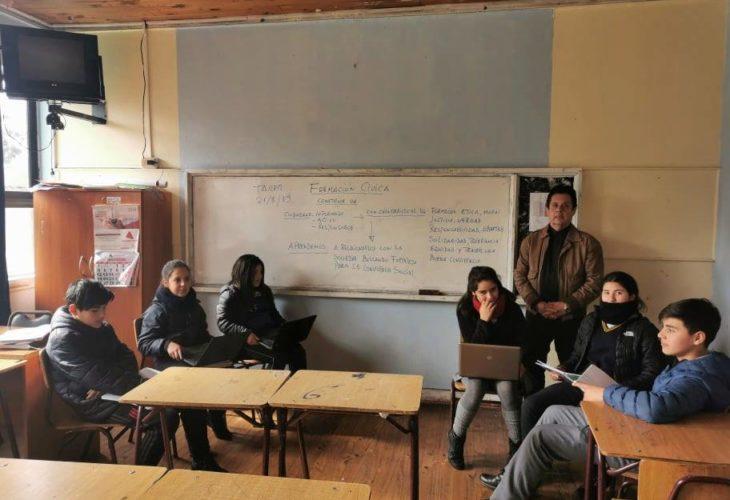 Imagen del profe Alberto en la sala de clases