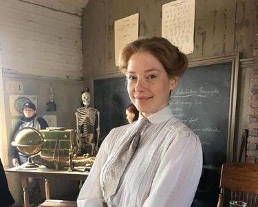 Imagen de la actriz que interpreta a la profesora Muriel