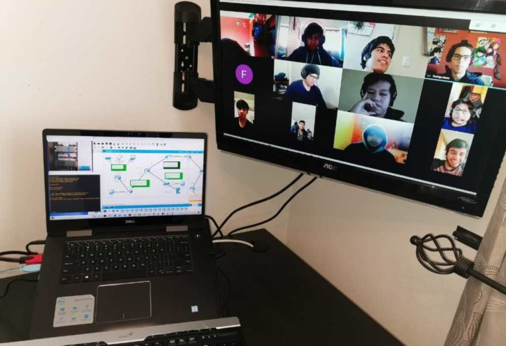 Imagen de los alumnos conectados a su clase, en una clase en línea