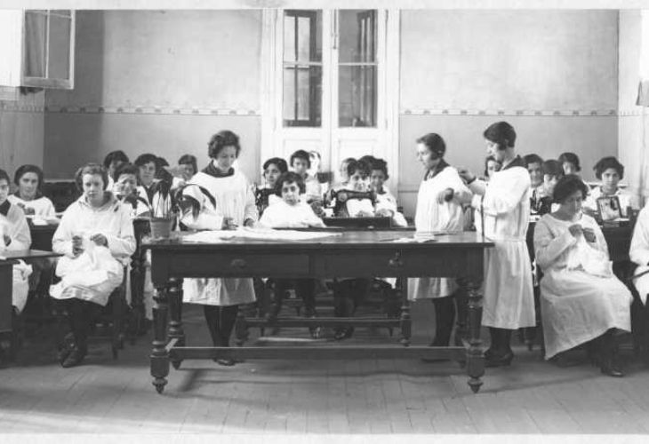 _curso de Economia Domestica del Instituto de Educacion Fisica de Santiago en 1912