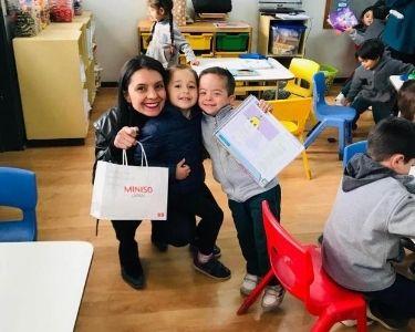 Antonieta Flores, docente de inglés. practicando la inclusión e integración dentro de la sala de clases