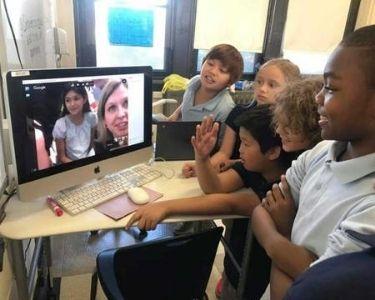 Estudiantes en una videollamada