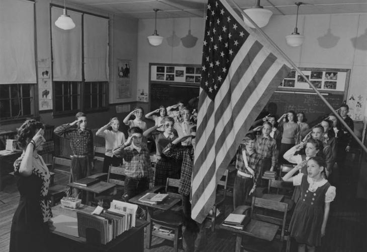 juramento a la bandera en una sala de clases