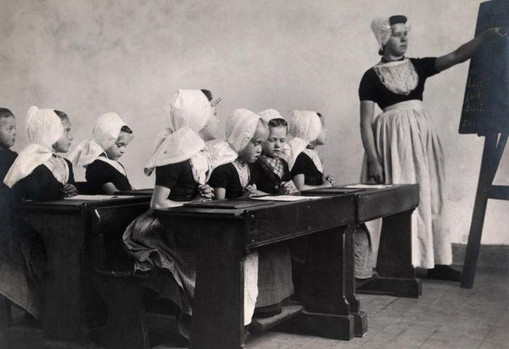 Sala de clases de una escuela para mujeres de la Isla de Walcheren
