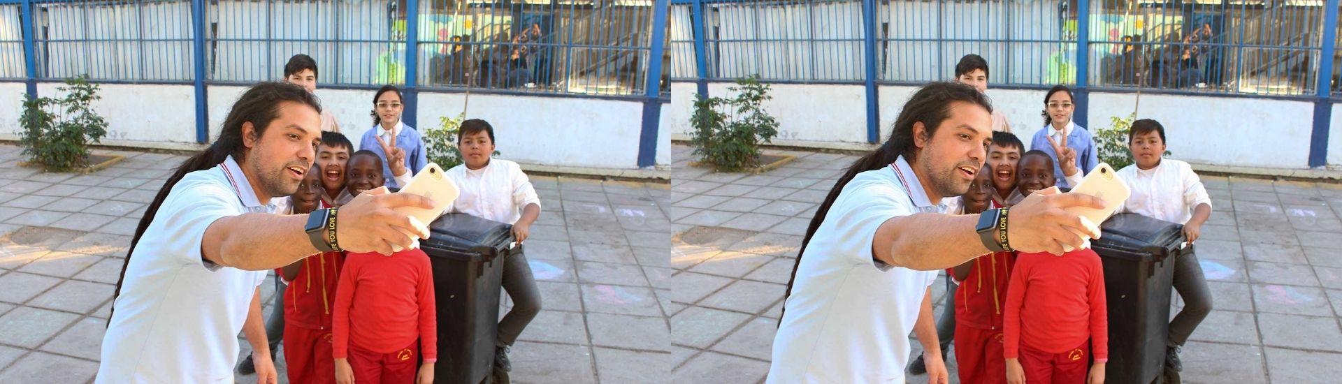 Camilo Torreblanca con sus estudiantes