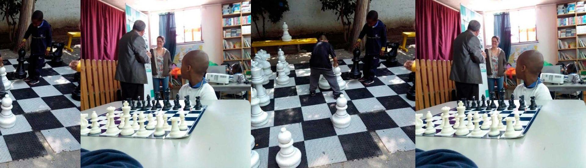 Foto jugando ajedrez
