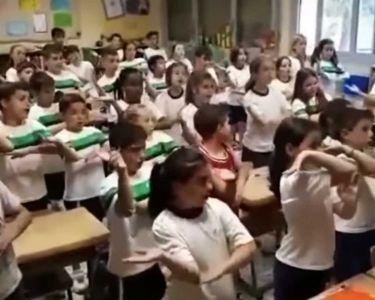 Foto niños/as aprendiendo geometría rapeando