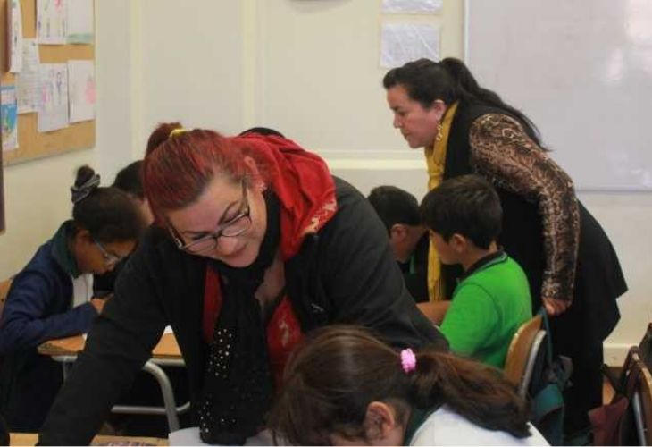 Apoderadas apoyando trabajo de estudiantes entorno a Matemáticas, Liceo República de Brasil