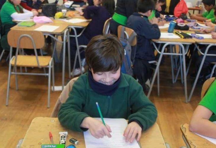 Estudiante desarrollado actividad de matemáticas, Liceo República de Brasil