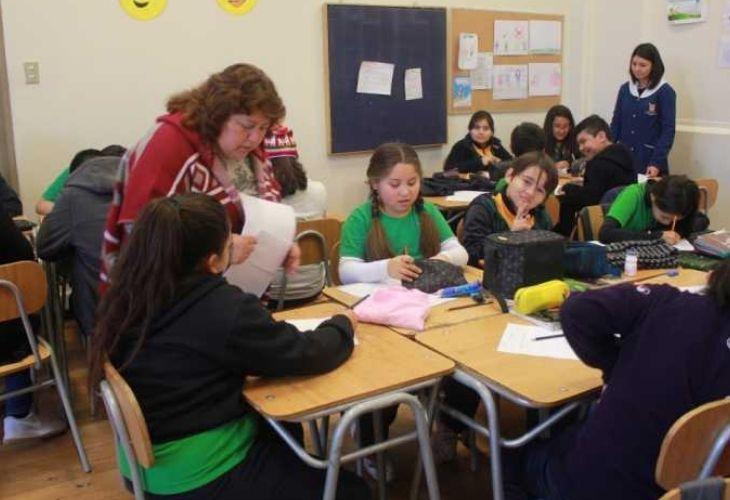 Fotografía clase de matemáticas liceo República de brasil, mamás en clases