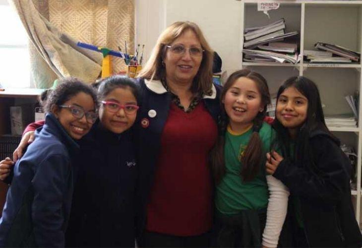 Profesora y 4 alumnas, Liceo República de Brasil