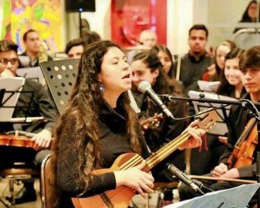 Liceo Polivante de San Nicolás, fotografía de estudiantes en una orquesta