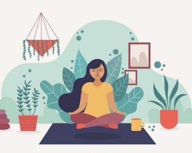 en la imagen se ve la ilustraciòn de una mujer en una posición de yoga concentrándose en el aquí y ahora