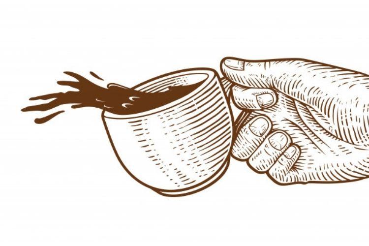En la imagen se ve una mano sosteniendo una taza, se ve que se derrama un poco del contenido