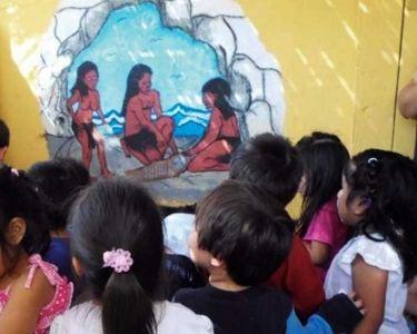 Niñs observando cultura Chinchorro