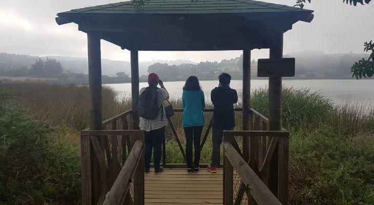 Estudiantes en el humedal rio maipo