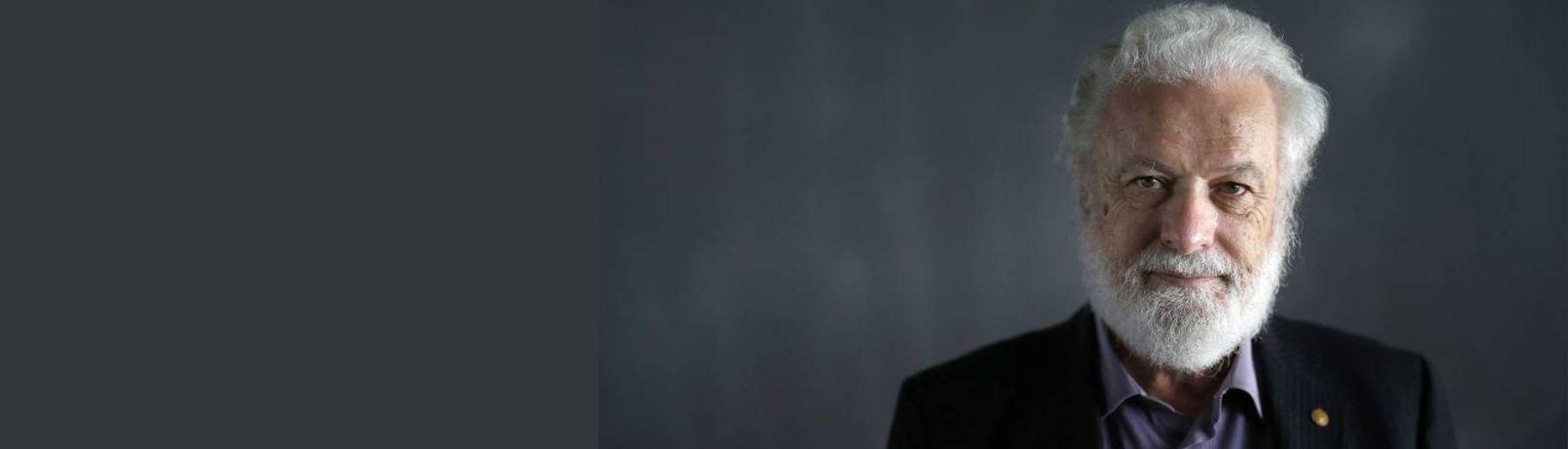 El psicopedagogo, docente y viñetista, Frato Tonucci, se ve en primer plano