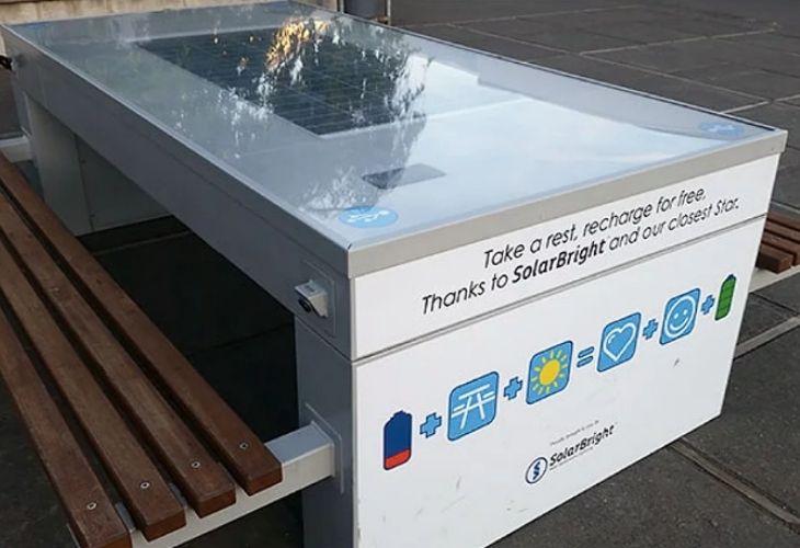 Mesas solares para cargar celulares