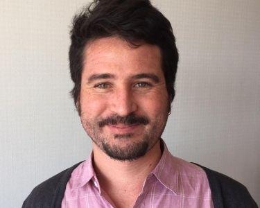 Imagen del profesor Manuel Calcagni, es una imagen de él mirando a la cámara