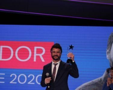 el profesor de histori, Manuel, en la ceremonia del gtp recibiendo su premio por innovar con cine