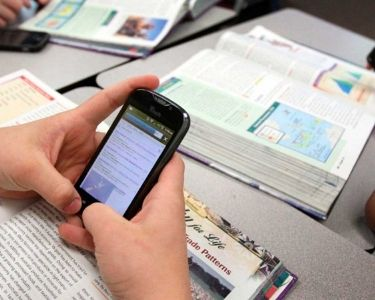 Foto del uso del celular en clases
