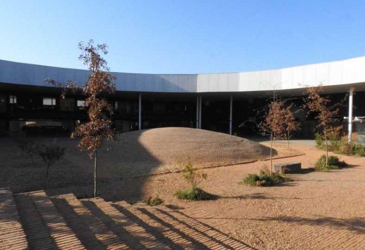 Fotografía patio del colegio Ayelén