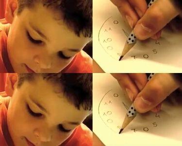 Niños dibujando un reloj