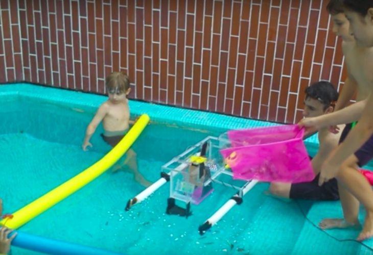 Robot que recolecta partículas de plástico