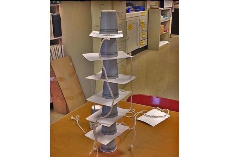 Torre de inercia con vasos