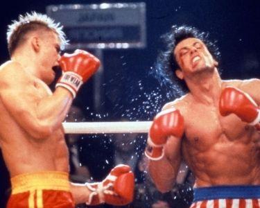 Fotograma de la primera pelea de Rocky Balboa e Iván Drago en la película Rocky IV