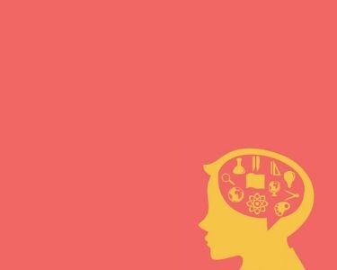 Ilustración de la cabeza de un niño, que dentro del cerebro tiene distintas figuras como: libros, juguetes, familiares y mucho más, lo que representa las distintas áreas del aprendizaje en la etapa inicial