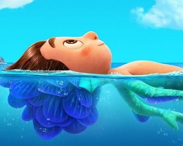 Imagen de de Luca, el personaje protagonista de la película de Pixar llamada con el mismo nombre. En la imagen, se ve Luca mitad humano y mitad monstruo marino
