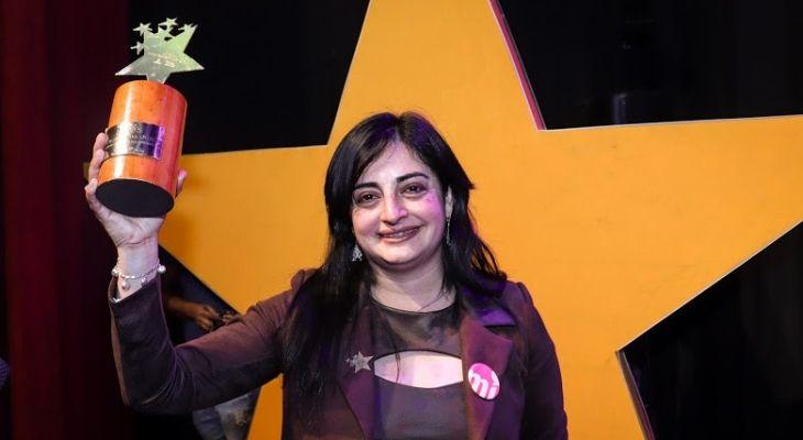 profesora nadia alza el premio del Global Teacher Prize Chile