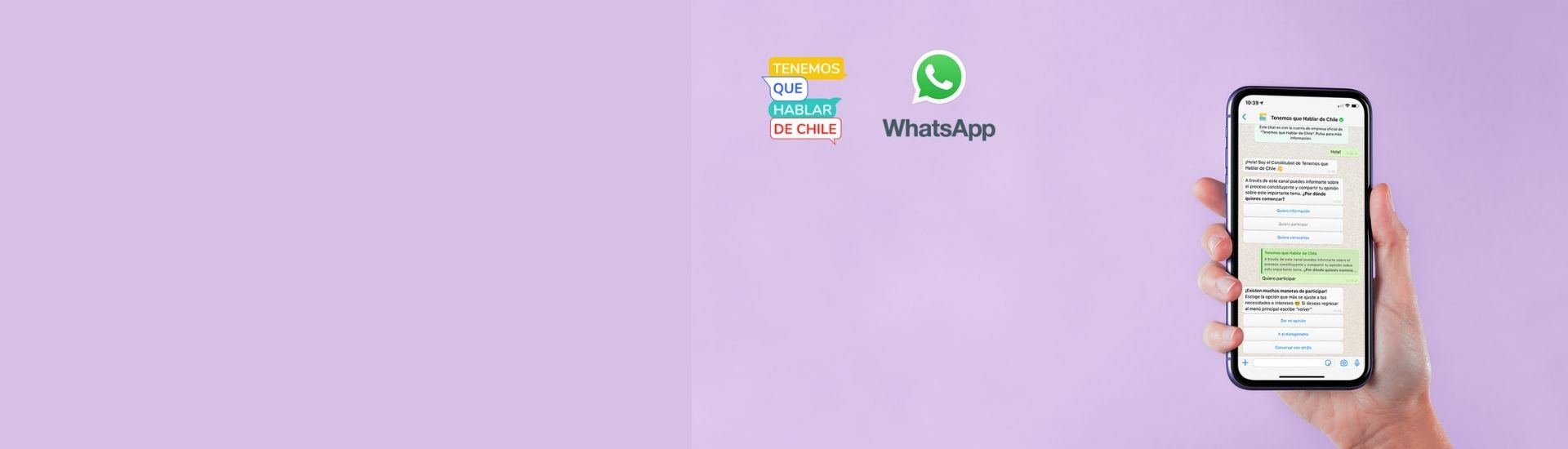 Imagen de una mano que sostiene un celular, donde se ve una conversación con el Constitubot